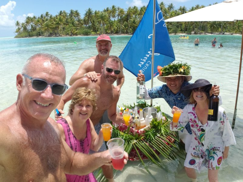 Motu Mahana Floating Bar
